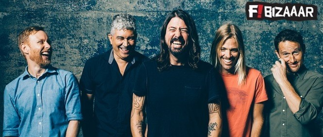 Red Hot Chili Peppers distrubed by Foo Fighters On Stage
